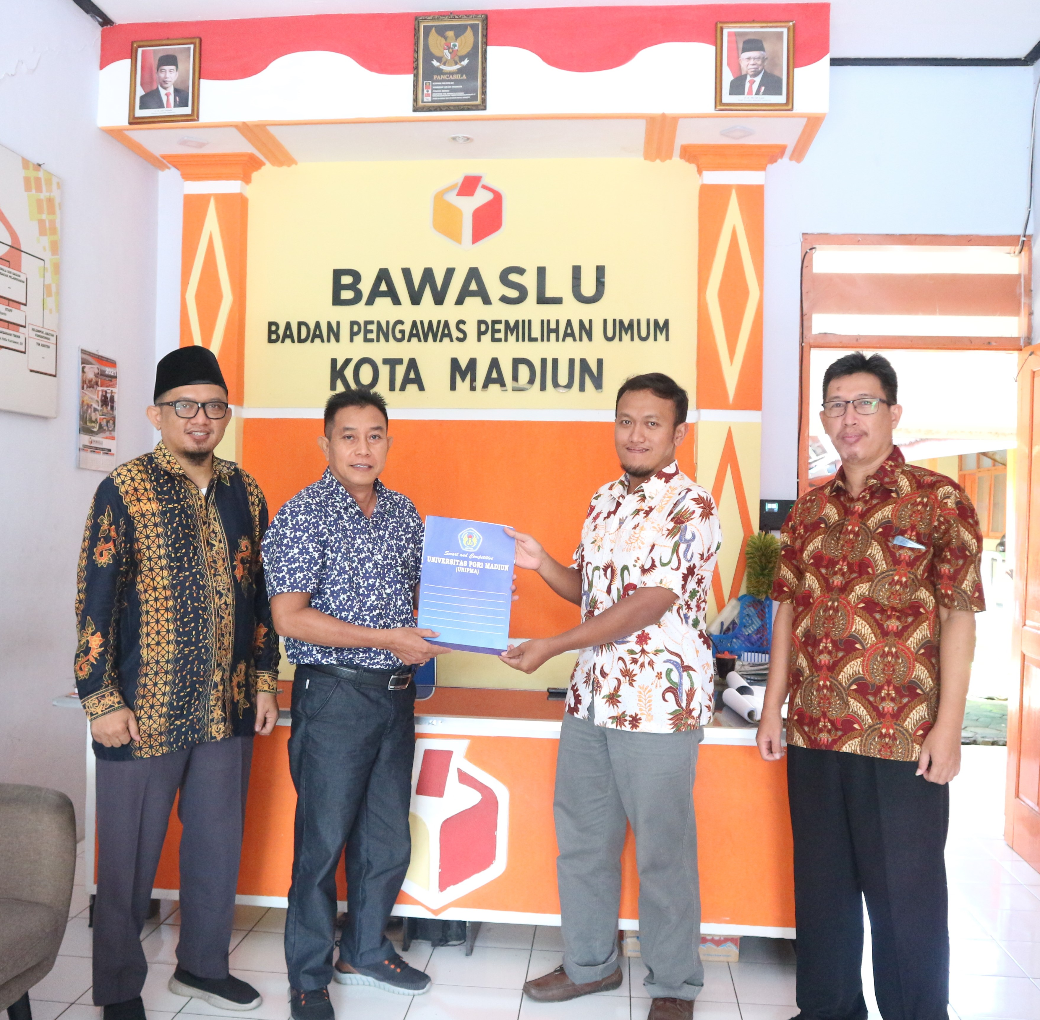 Penandatanganan MoU dan MoA antara Fakultas Hukum Prodi Hukum dengan BAWASLU Kota Madiun.