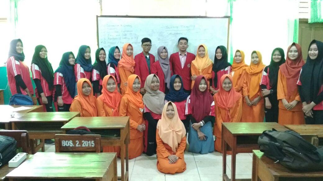 English Class di SMK PGRI Mejayan dengan Tutor Mahasiswa PBI UNIPMA