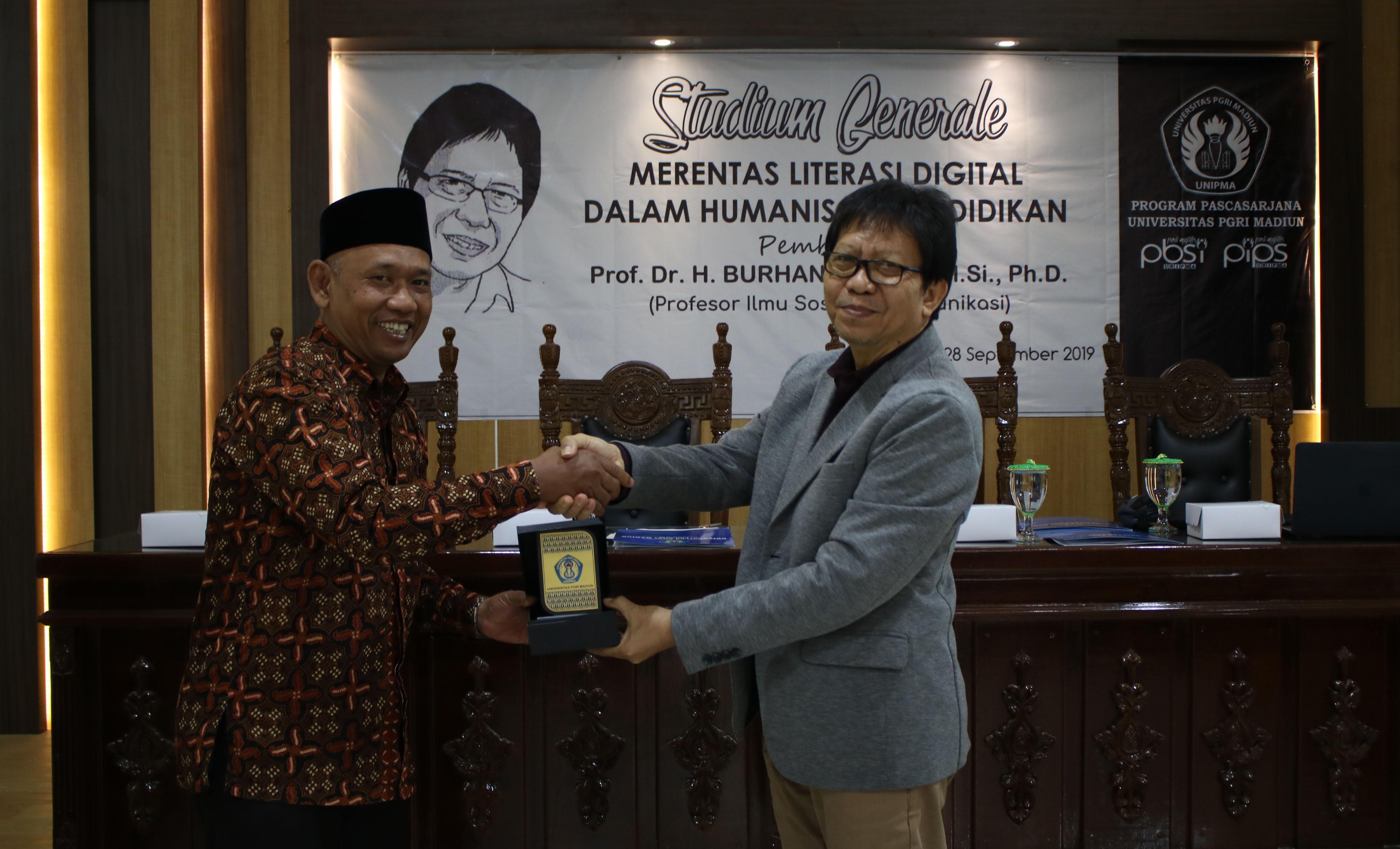Studium Generale 28 September 2019 dengan Pemateri Prof Dr. H. Burhan Bungin, M.Si., Ph.d.