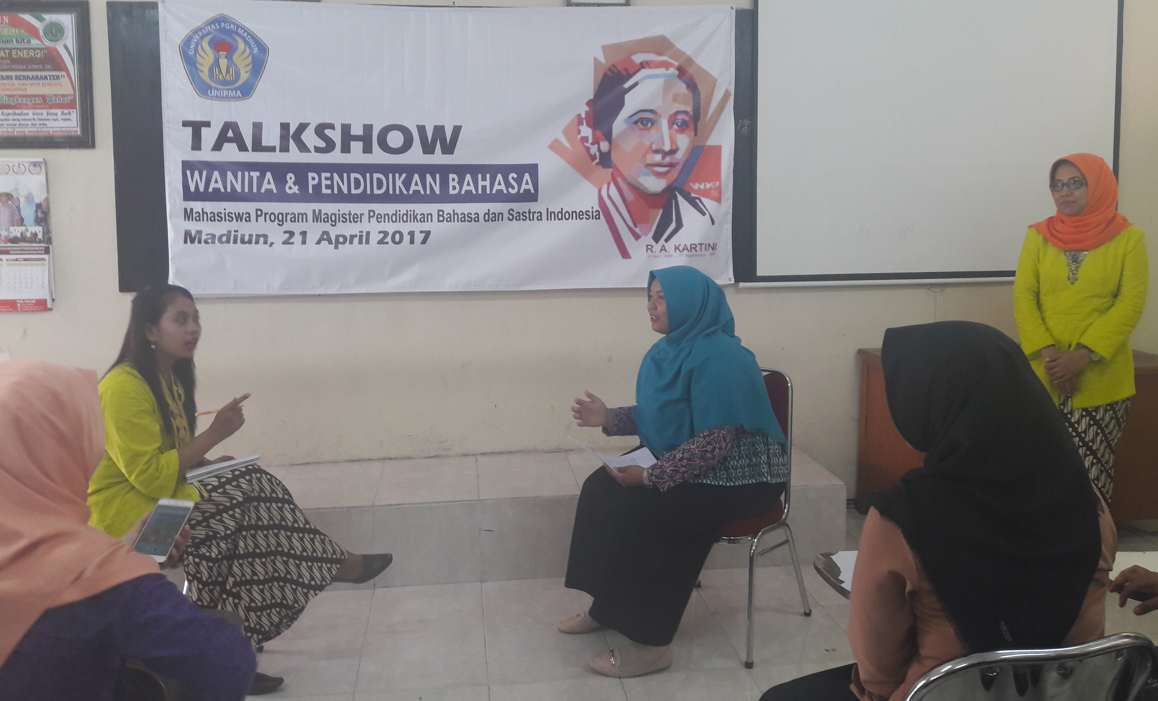 Talkshow Wanita & Pendidikan Bahasa