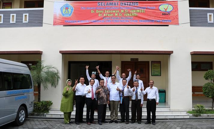 Tim Asesor BAN-PT Setelah melaksanakan Asesmen Lapangan Program Studi Magister Pendidikan IPS
