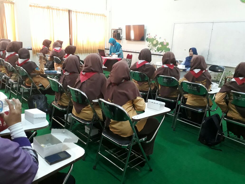 OUTING CLASS SISWI KELAS IX SMP IT BAKTI IBU KOTA MADIUN KE PRODI PG PAUD UNIVERSITAS PGRI MADIUN