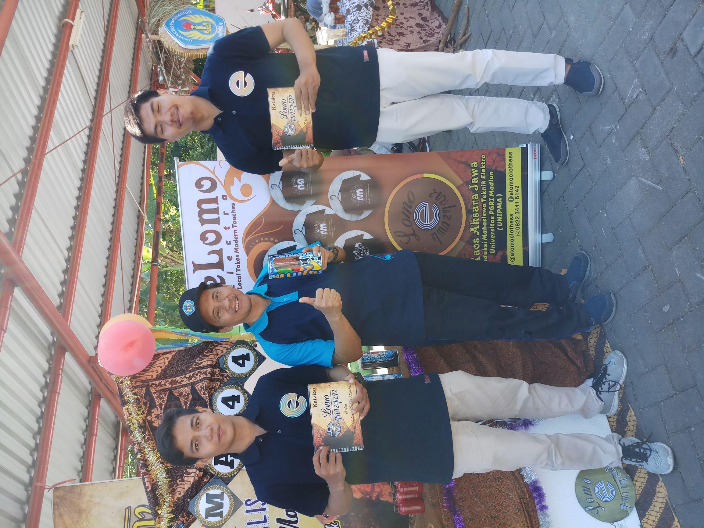 Penjualan Kaos elomo di acara Bazar
